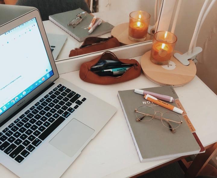 Une journée avec moi : confinement, productivité & rapport aucorps